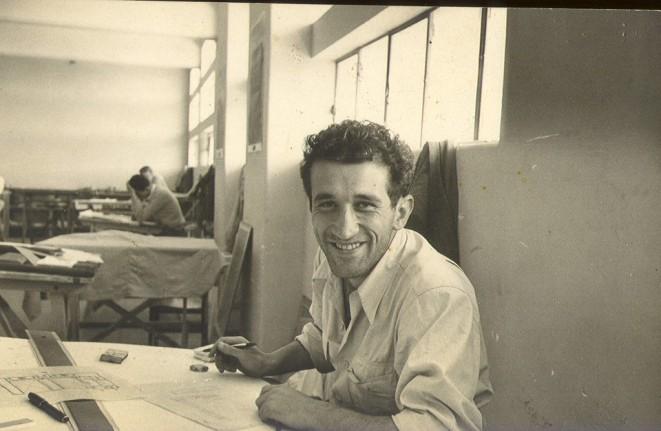 Gonzalo como estudiante de la Escuela de Arquitectura de la Universidad de Guadalajara dirigida por Ignacio Díaz Morales Década de 1950.
