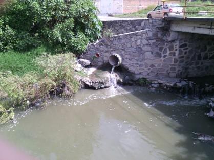 Avenida el Rosario y Arroyo del Rosario descarga al arroyo